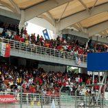 El público de Sepang lanza objetos a la pista tras el accidente de Marco Simoncelli