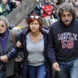 Rossella y Paolo Simoncelli en el funeral de Marco Simoncelli