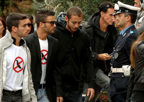 Randy de Puniet y Valentino Rossi en el funeral de Marco Simoncelli
