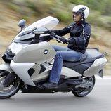 La moto BMW C 650 GT en acción