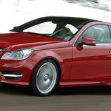 Mercedes-Benz Clase C Coupé en rojo metalizado