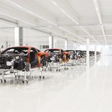 Los MP4-12C a medio montar