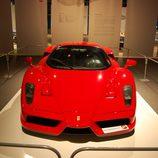 Vista frontal del Ferrari Enzo