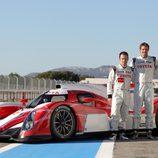 Toyota TS030, foto oficial con los pilotos