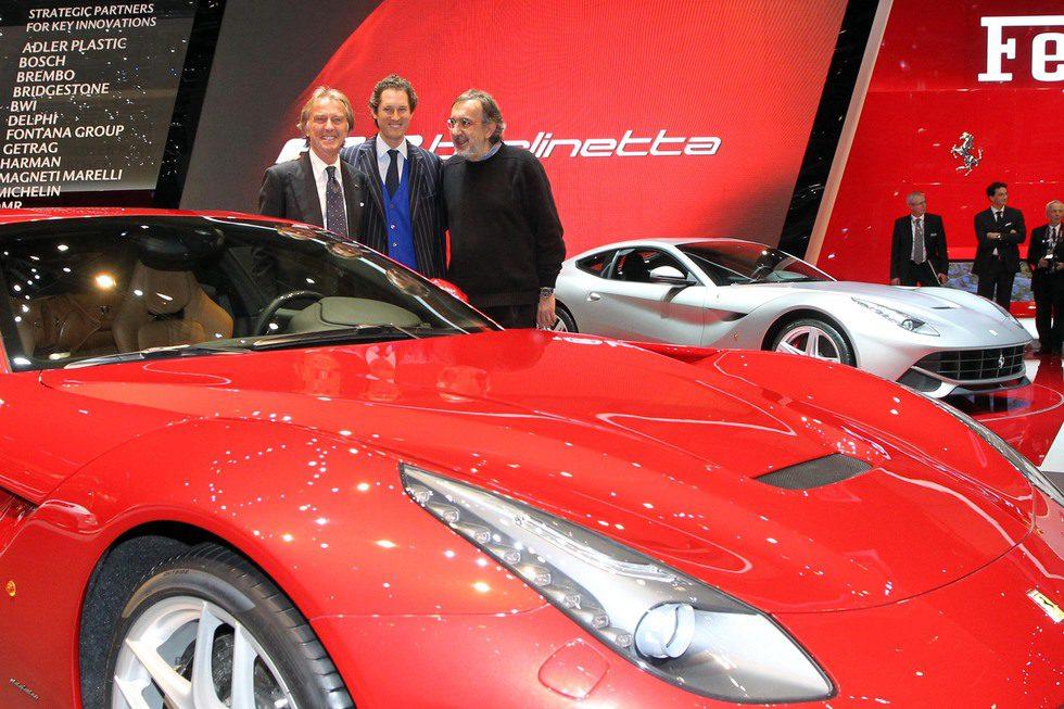 Luca di Montezemolo, John Elkanny y Sergio Marchionne junto al F12berlinetta