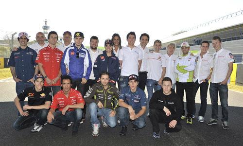 El equipo de Telecinco con los pilotos españoles del Mundial de Motociclismo 2012