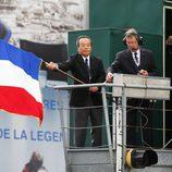 La bandera francesa da la salida a las 24 h de Le Mans
