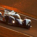 Cae la noche en Le Mans sobre el Toyota #7