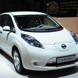 Nissan LEAF en blanco