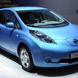 Nissan LEAF en azul eléctrico