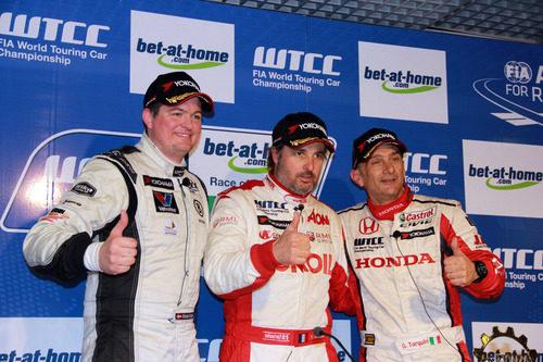 Podio segunda carrera: Yvan Muller, Michel Nykjaer, Gabriele Tarquini