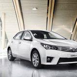 Toyota Corolla Europeo vista frontal-derecha