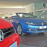 Volkswagen Eos, Vista fronto-lateral con logotipo