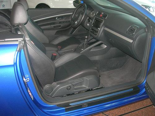 Volkswagen Eos, detalle acceso asiento pasajero