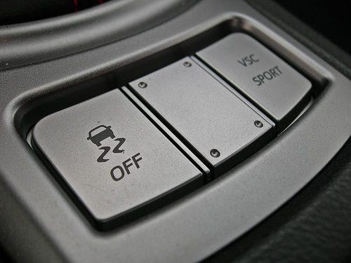 Toyota GT86 detalle del botón de los controles electrónicos