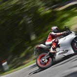 Ducati Panigale carretera curva
