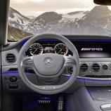 Mercedes Benz S63 AMG (W222) detalle consola conductor