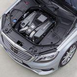 Mercedes Benz S63 AMG (W222) detalle del motor