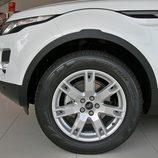 Range Rover Evoque detalle de la llanta del acabado Pure Tech