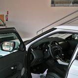 Range Rover Evoque detalle acceso al puesto del conductor