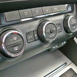 Skoda Octavia detalle mandos climatizador