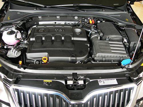 Skoda Octavia detalle del motor 1.6 TDI 105 CV (II)