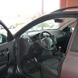 Nissan Qashqai detalle acceso interior lado conductor