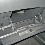 Nissan Qashqai detalle guantera del tablero de abordo