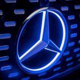 Mercedes Benz autonomous driving concept - emblema