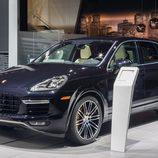 Porsche Cayenne Turbo S  - stand