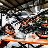 KTM RC390 - lateral