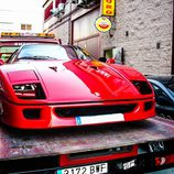 Ferrari f40 cargado en la grua
