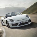 Porsche Boxster Spyder 2015 circulando vista delantera