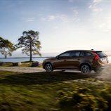 2015 Volvo V60 Cross Country - Trasera en el campo