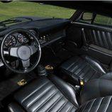 Porsche 911 Turbo 3.0 ex Steve Mcqueen - interior
