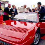 El Papa Juan Pablo II en su visita a Maranello