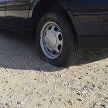 Colocamos la rueda de repuesto - ¡Pinchamos!