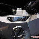MV Agusta F3 800 Oscura - placa