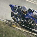 Nueva Yamaha R1 pilotada vista aérea