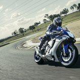 Nueva Yamaha R1 pilotada en circuito