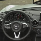 Mazda MX5 ND controles del volante