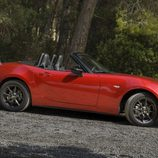Mazda MX5 ND rojo perfil derecho