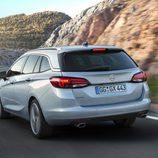 Opel Astra Sports Tourer - trasera