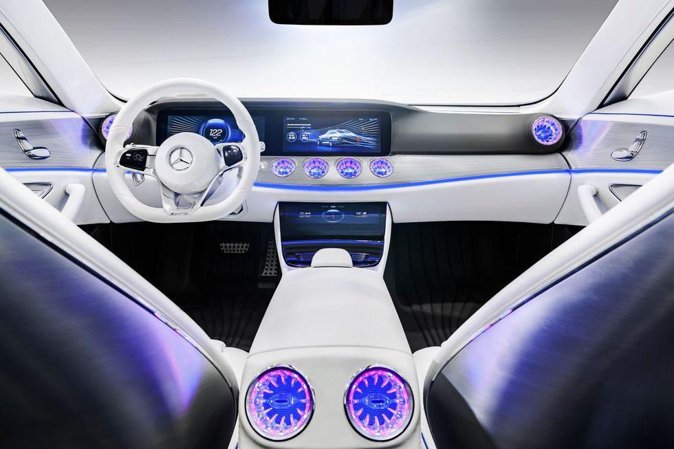 Mercedes IAA Concept 2015 - Futuro y presente