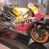 Exposición Marc Márquez - Honda MotoGP 2014 lateral