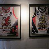 Exposición Marc Márquez - camisetas campeón MotoGP 2013 y 2014