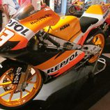 Exposición Marc Márquez -KTM Repsol lateral