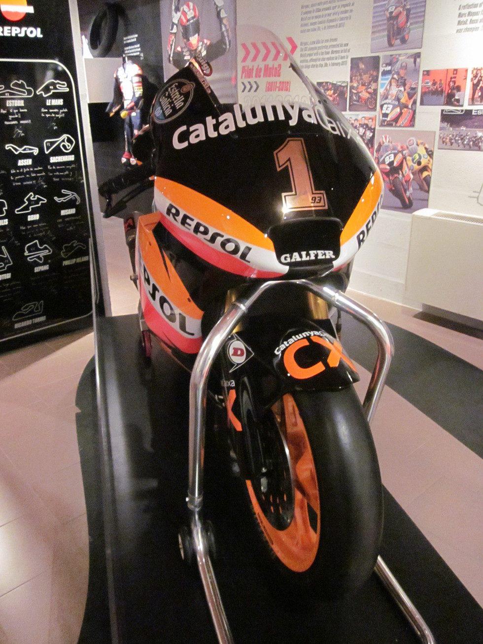 Exposición Marc Márquez - frontal Moto2 campeona del Mundo 2012