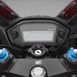 Honda CBR500R 2016 - detalle panel