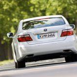 2007 - Lexus LS 600h: Trasera en movimiento